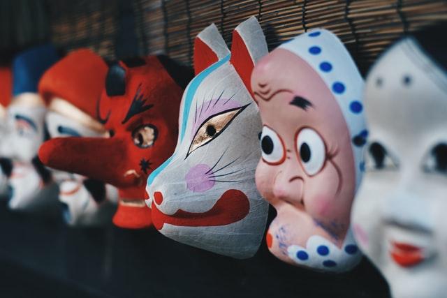 Japońskie maski: 6 wzorów dla fanów anime i cosplayu
